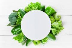 有绿色菜框架的空的板材  库存图片