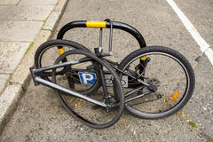 有缺掉位的自行车 库存照片