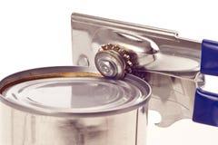 有罐头的可信任的老手工开罐头用具 免版税库存图片
