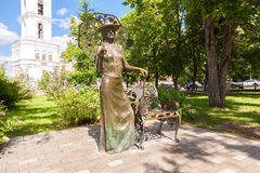 有网球拍的夫人 在翼果,俄罗斯的纪念碑 纪念碑wa 库存图片