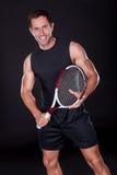 有网球拍的年轻人 免版税库存图片