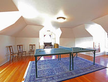有网球桌的娱乐室 库存照片