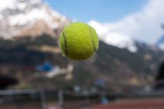 有网球的网球场 库存照片