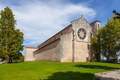 有罗斯或凯瑟琳窗口的圣克拉拉教会 图库摄影