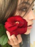 有罗斯的Selfie美丽的女孩 库存图片