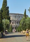 有罗马斗兽场的Colle Oppio公园在背景中 罗马,拉齐奥 免版税库存图片
