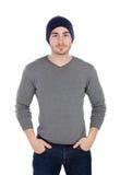 有羊毛帽子的肌肉的人 免版税图库摄影
