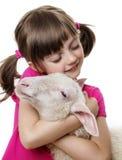 有羊羔的小女孩 库存照片
