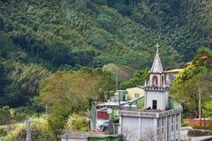 有美丽的山的基督教会 库存图片
