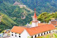有美丽的山的基督教会 库存照片