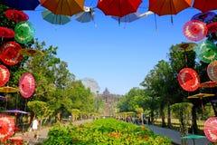 有美丽的庭院的婆罗浮屠寺庙 库存照片