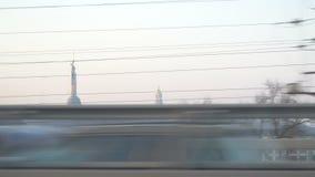 有美丽的早晨天空的基辅市 在Dnipro河的桥梁 股票视频