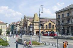 有美丽的老大厦的街道2015年8月9日在布达佩斯,匈牙利 图库摄影