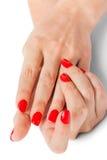 有美丽的被修剪的红色指甲盖的妇女 免版税库存照片