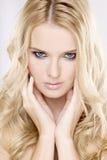有美丽的金发的新俏丽的妇女 库存照片