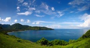 有美丽blusky的蓝色海 库存照片