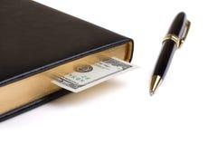 有美元书签和笔的笔记本 免版税库存照片