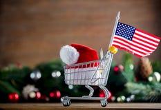 有美利坚合众国旗子的超级市场推车 免版税库存照片