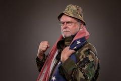 有美国国旗的恼怒的越南退伍军人 免版税库存照片