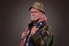 有美国国旗的越南退伍军人 库存图片