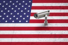 有美国旗子的Cctv在织地不很细墙壁背景 免版税库存照片