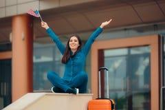 有美国的旅行妇女下垂准备好继续美国假期 免版税库存照片