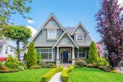 有美好环境美化的舒适房子 图库摄影