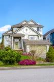 有美好环境美化的豪华房子 免版税库存照片
