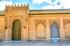 有美好的五颜六色的锦砖的摩洛哥样式喷泉在M 免版税库存图片