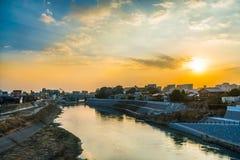 有美好的日落的河 库存图片