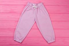 有美好的样式的桃红色裤子 库存照片