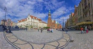 有美好的老建筑学的历史镇中心,弗罗茨瓦夫, 库存照片