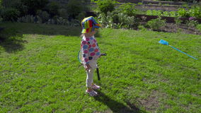 有羽毛球拍的女孩 影视素材
