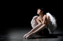 有翼的年轻芭蕾舞女演员 库存照片