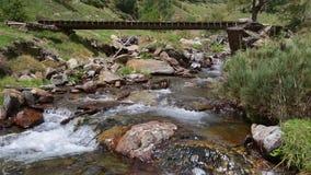 有老人行桥的山河 股票视频