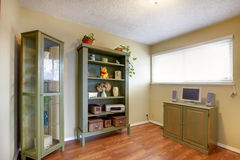 有老家具的办公室室 库存照片