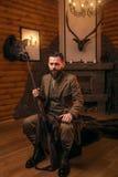有老枪的猎人人坐古色古香的胸口 图库摄影