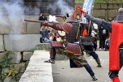 有老步枪的日本武士衣物制服 图库摄影