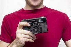 有老照相机的人 免版税图库摄影