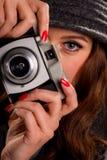 有老照相机的少妇 库存照片