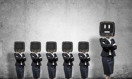 有老电视的女商人而不是头 免版税库存照片