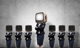 有老电视的女商人而不是头 图库摄影