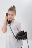 有老电话的女孩 免版税图库摄影