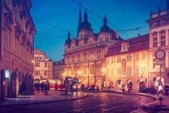 有老电车公共交通工具的捷克布拉格广场 库存图片