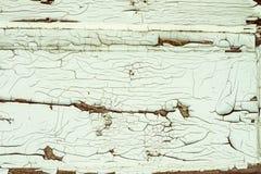 有老被剥皮的油漆的老木墙壁 图库摄影