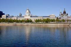 有老Boounsecours市场大厦的蒙特利尔江边,魁北克,加拿大 免版税图库摄影