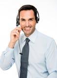 有耳机工作的人作为电话中心操作员 库存图片