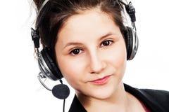 有耳机的俏丽的女孩。 库存图片