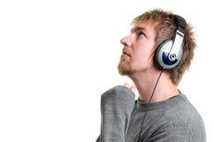 有耳机的年轻人 免版税库存照片