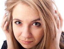 有耳机的美丽的妇女 库存照片